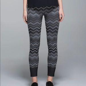 Lululemon Ebb to Street Pants Seamless Size 8